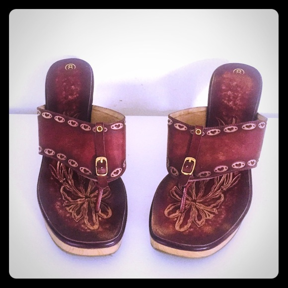 803706905d05 Vintage Tooled Leather Wedge Sandals Thongs 8. M 5a926649a4c48590cf8d7392